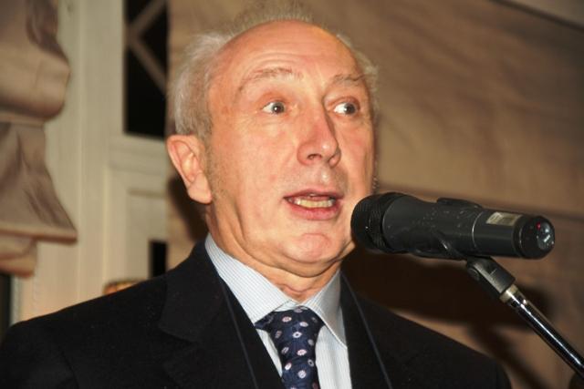 Mario Chianale , la voce dell'associazione, dà il via alla serata