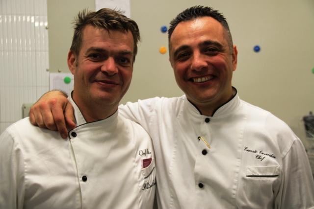 a sinistra  Vito Nolè chef del Duca Bianco di La Morra, e a destra Ernesto Casacchia chef resident dell'albergo