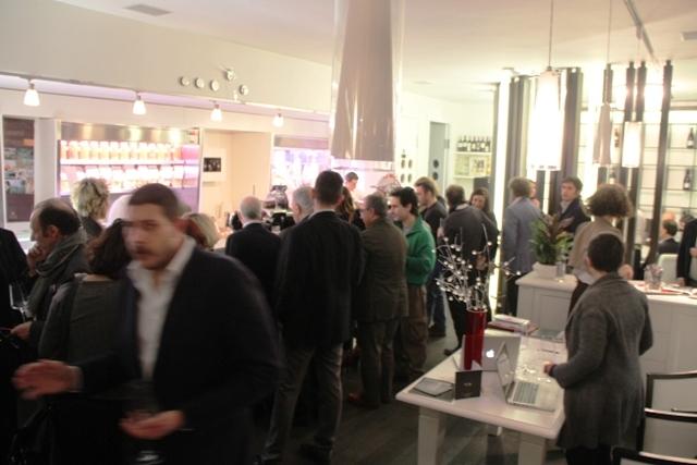 gran folla per l'inaugurazione