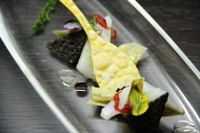 carciofo con limone salato seppioline e gelatina di cola e alga disidratata